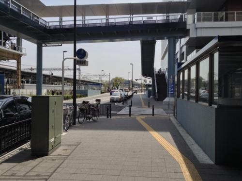 ②戸塚駅出口7交差点を渡りさらに進みます