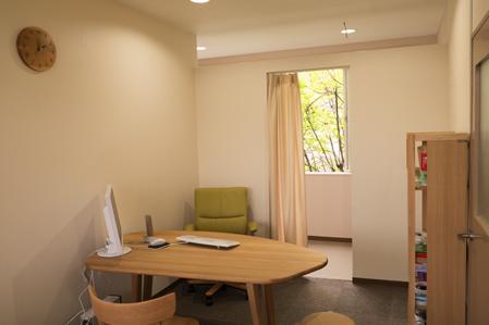 りんどうクリニック 柔らかな雰囲気の診察室